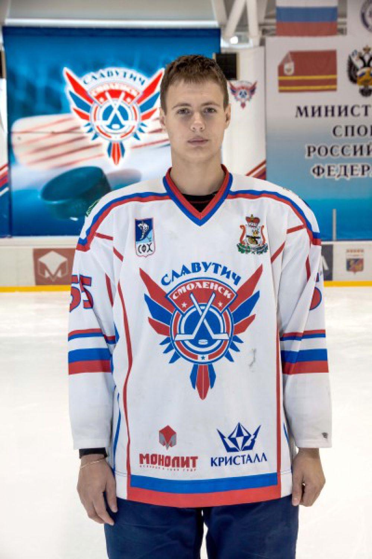 Владислав Калин Родился в 1991 году, рост - 189 сантиметра, вес – 89 килограмм. На лед выходит под номером 55. Воспитанник ярославского ХК «Локомотив».