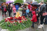 На мемориале «1200 гвардейцев» огонь горит постоянно.