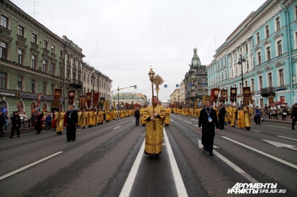 В 2014 году исполняется 290 лет с тех пор, как император Петр I повелел перенести мощи святого князя из Владимира в Петербург.