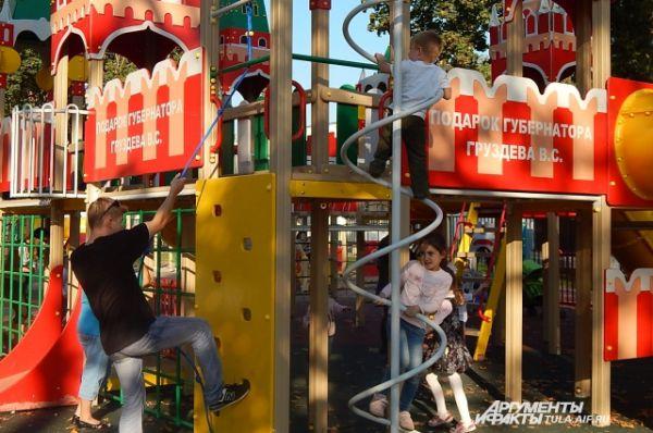 Яркая и современная площадка привлекала детей всех возрастов