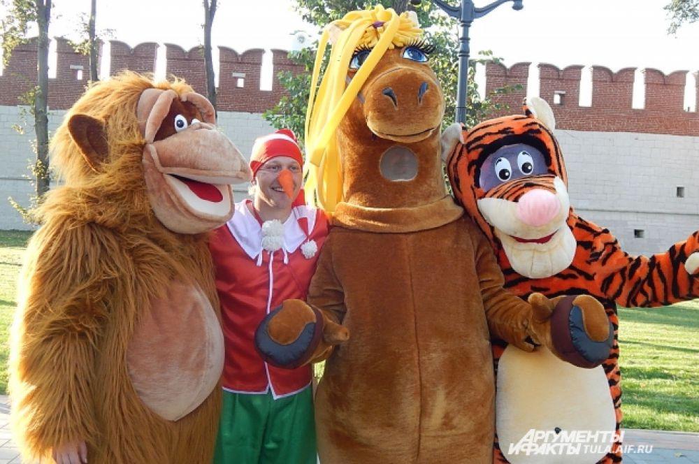 Весело было и забавным животным, встречавших гостей праздника