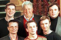 Михаил Танич (в центре) и группа «Лесоповал».
