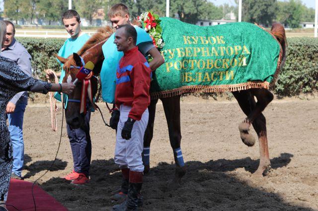 Победитель скачек на Кубок губернатора Е.Коломин