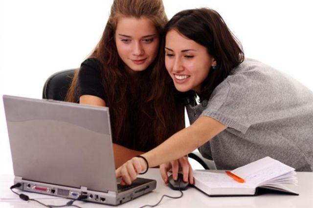С помощью интернет-заявки оформить потребительский кредит без обеспечения имеют возможность клиенты, получающие заработную плату на банковскую карту Сбербанка.