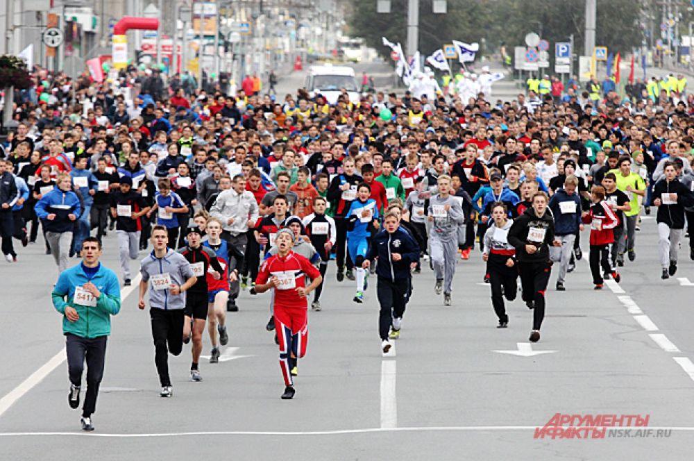 Всего в забеге поучаствовало более 12 тысяч человек.