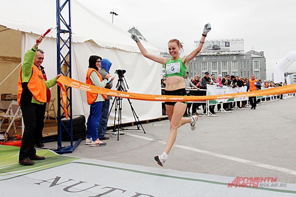 На дистанции в почти 22 км победителем среди женщин стала Елена Седова.