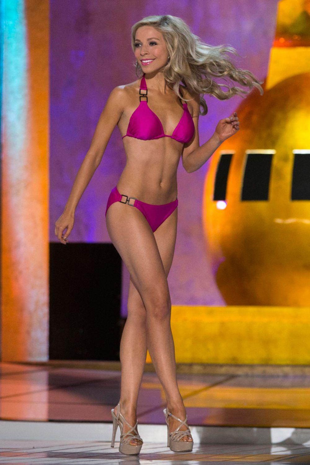 С 11 лет девушка участвовала в различных конкурсах красоты, в 2013 году завоевала титулы «Мисс Нью-Йорк» и «Мисс штата Нью-Йорк».