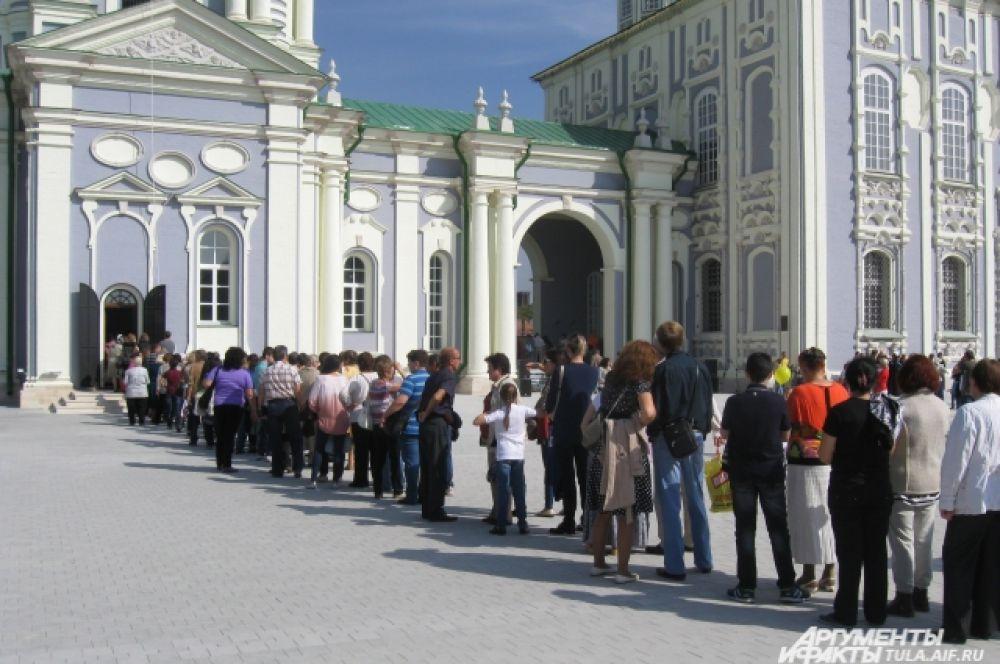 Изначально колокольня высотой 70 м была построена на территории Тульского кремля в 1776 году.