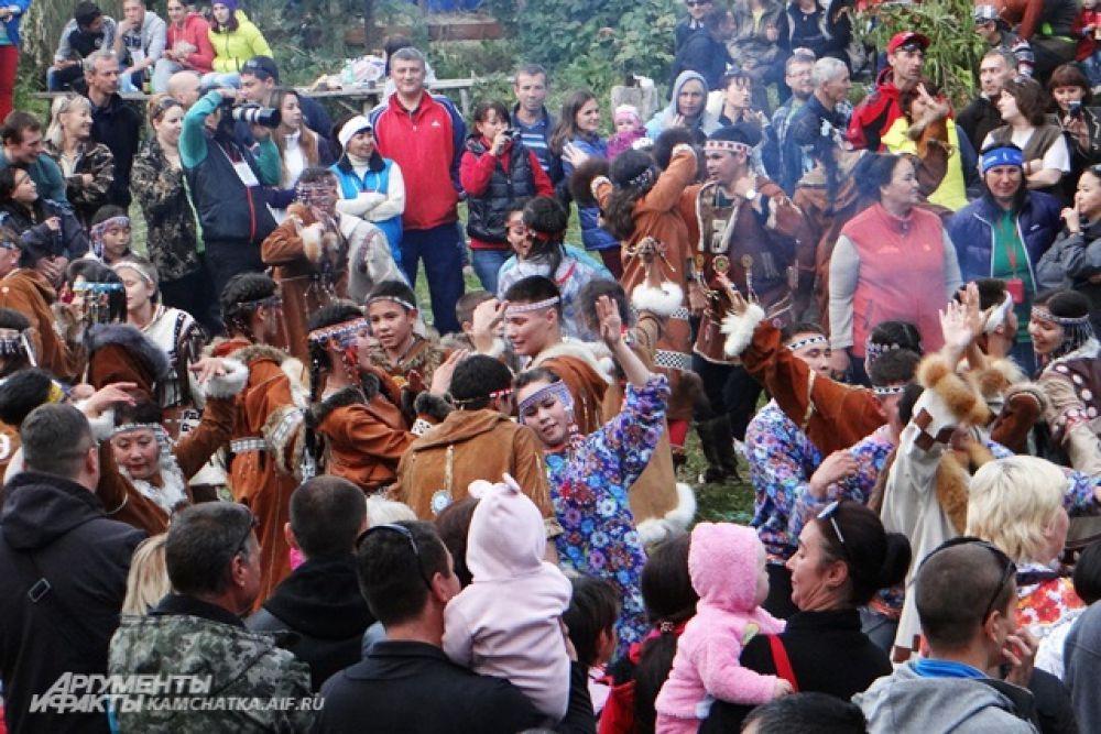 Центральным событием праздника стал танцевальный марафон.