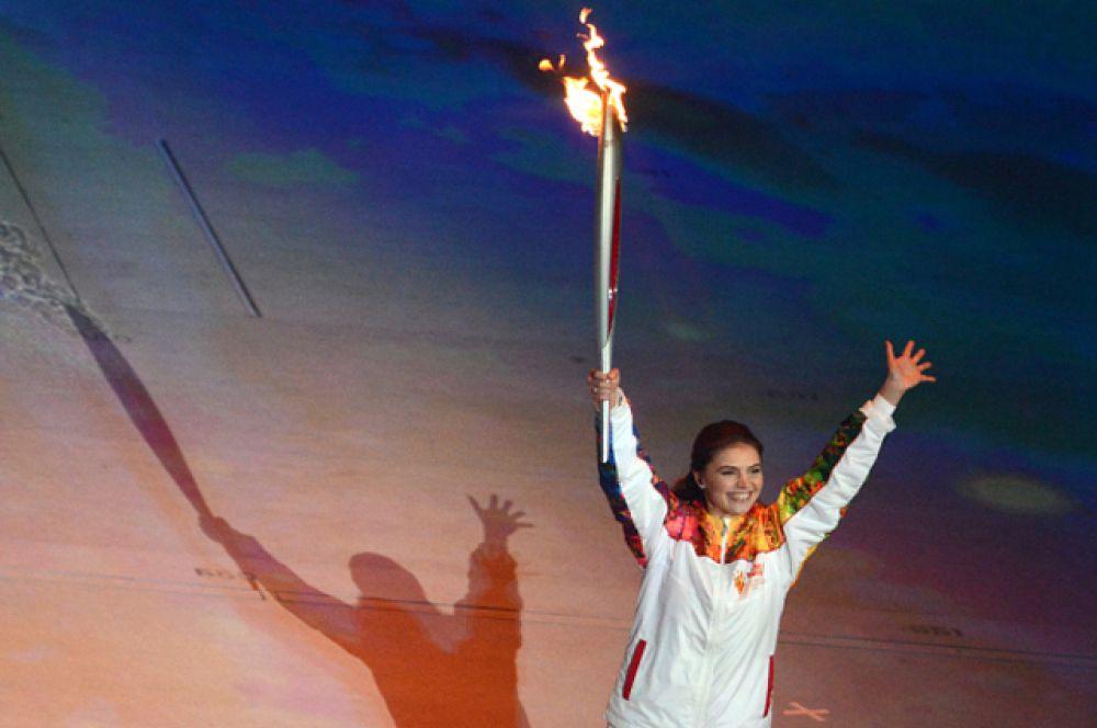 В 2014 году Алина Кабаева была одним из последних факелоносцев эстафеты Олимпийского огня.