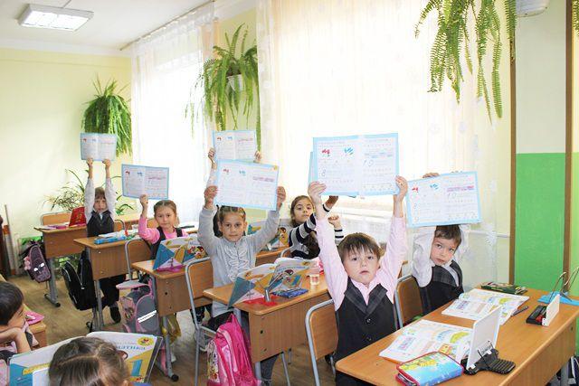 Дети переселенцев пошли в омские школы.