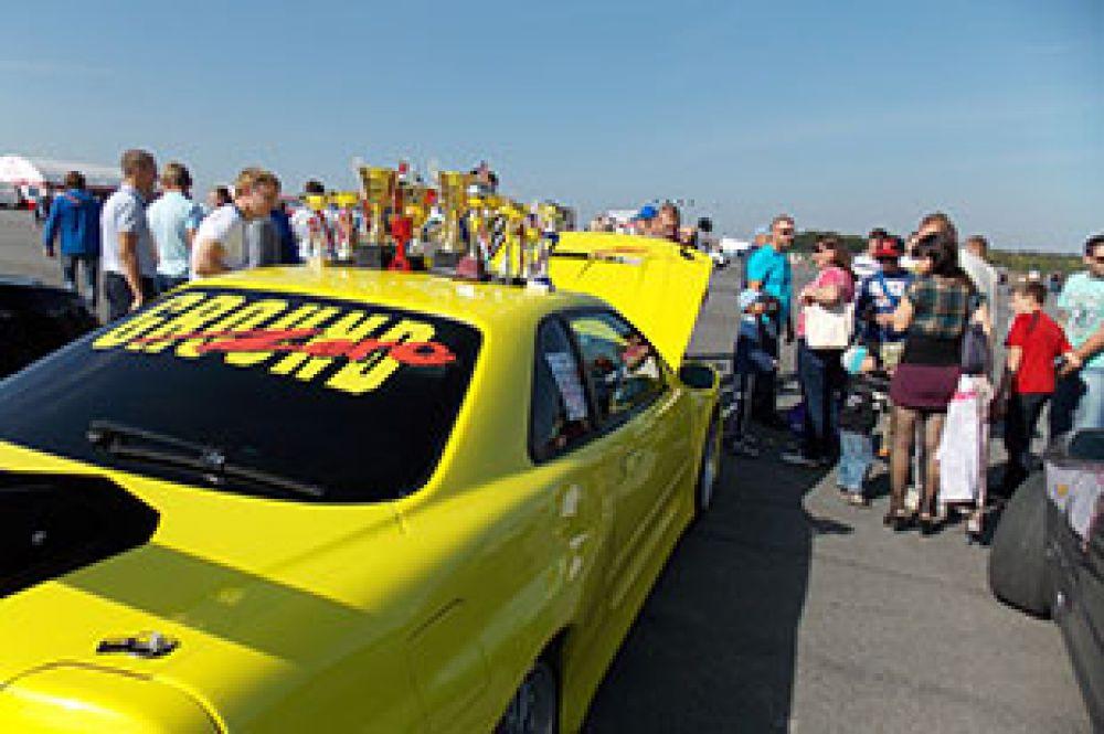Выставка спортивных автомобилей