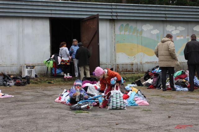 Даже самые маленькие беженцы благодарны сибирякам за помощь.