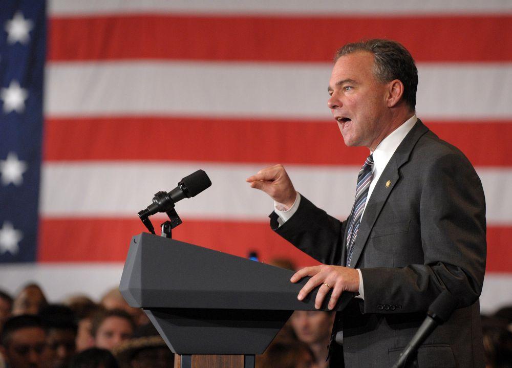 Тим Кейн, сенатор-демократ от штата Вирджиния, раскритиковал единолично принятый план Обамы  начинать боевые действия на территориях, занятых боевиками «ИГИЛ» в Сирии, подчеркнув, что президент обязан получить разрешение на реализацию плана в Конгрессе.