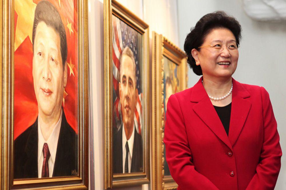 Делегация из КНР на выставке Масута Фаткулина в Ленинском мемориале.
