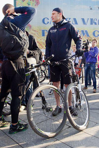 Виталий Кличко приехал на работу на велосипеде