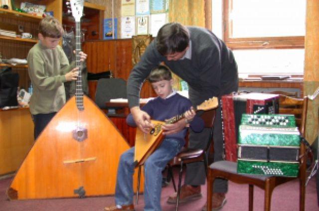 Обучение в музыкальных школах многим может стать не по карману.