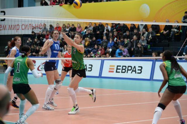 Волейбольная «Уралочка» представила своих новичков