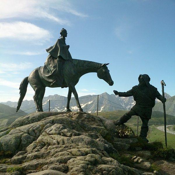 Памятник Суворову на перевале Сан Готтардо.