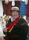 Жерар Депардье в гуцульском костюме во время посещения дачи Виктора Ющенко, 2006 год
