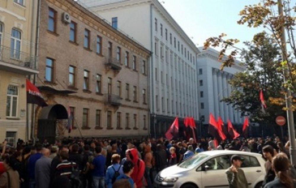 «Экзамен» на верность для Яценюка, «Правый сектор» под АП