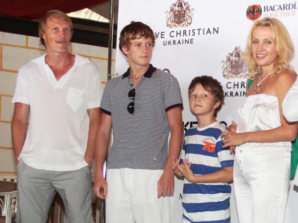 Андрей и Кристина Гусины с детьми