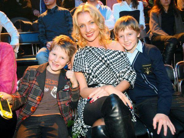 Кристина Гусина с детьми