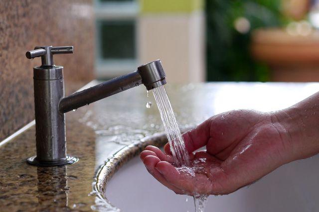 «Хто помылся — той москаль!» Киевляне о жизни без горячей воды