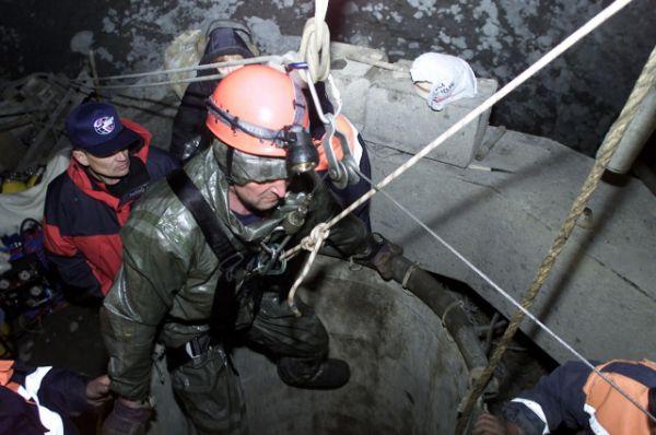 Тоннель штурмовали сверху. Пробурили скважину, но тоннель оказался пуст. В нем не было ничего, кроме грязи.