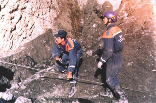 Спасательная операция продолжались в течение четырех месяцев, но результатов не дала.