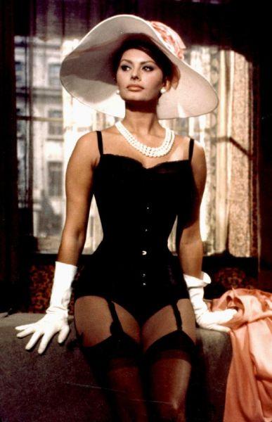 На экране Понти представлял Лорен как секс-бомбу, и в 1950-х она стала секс-символом Италии. В некоторых фильмах Лорен даже можно было увидеть топлесс. В начале 1960-х годов Понти пришлось выкупить все фильмы, содержащие кадры с полуобнаженной Лорен во избежание международных скандалов.