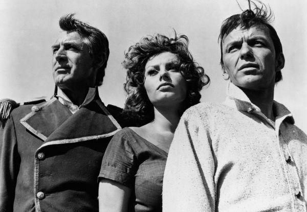 Предложения сниматься в Голливуде стали поступать к Лорен в конце 1950-х годов. Одним из первых голливудских фильмов стал «Гордость и страсть» с Кэри Грантом и Фрэнком Синатрой.