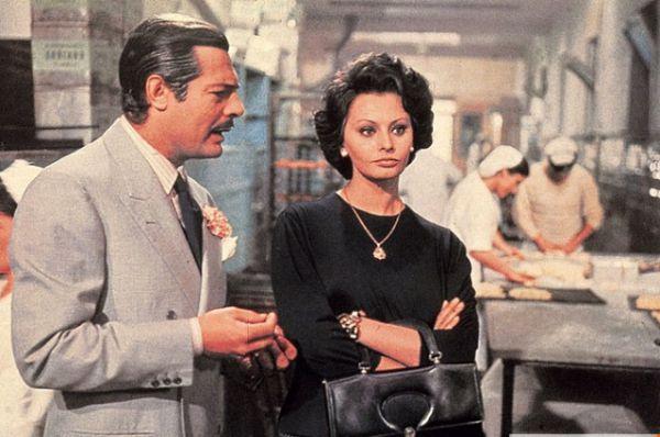 Витторио де Сика по праву считается режиссером, открывшим глубину актерского потенциала Лорен. Вместе они создали 14 фильмов. Среди них – картины: «Чочара» (1960), «Вчера, сегодня, завтра»(1963), «Брак по-итальянски» (1964), «Подсолнухи»(1970).