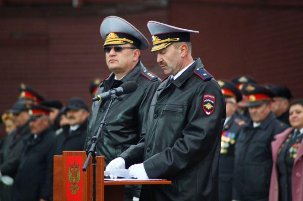Начальник УМВД России по Югре Василий Романица выступил с речью.