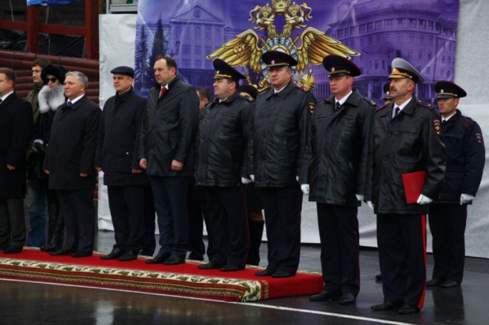 На церемонии присутствовал также весь руководящий состав МВД по Югре и члены правительства.