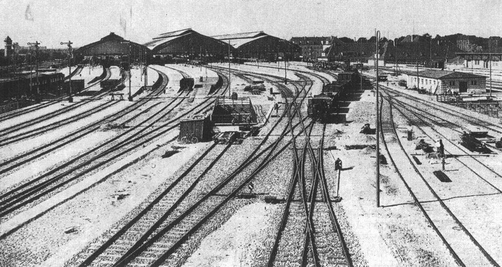 30-е годы. Для того времени это был один из крупнейших железнодорожных вокзалов в Европе.