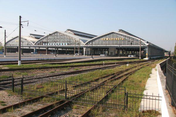 В послевоенные годы началось восстановление вокзала. Основные строительные работы выполнял коллектив дистанции гражданских  сооружений Калининградского  отделения Прибалтийской дороги. Восстановленный вокзал был введен в эксплуатацию в начале ноября 1949 года.