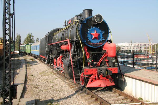 Есть здесь два паровоза, электропоезд, пассажирские и товарные вагоны и путейская техника. Общая протяженность выставочных путей - 480 метров.
