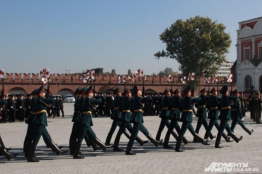 Торжественный марш всех присутствующих на церемонии подразделений.