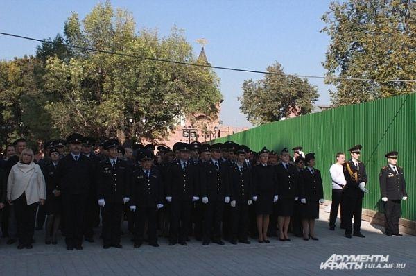 На мероприятие собрались почётные гости, ветераны, полицейские и обычные туляки.