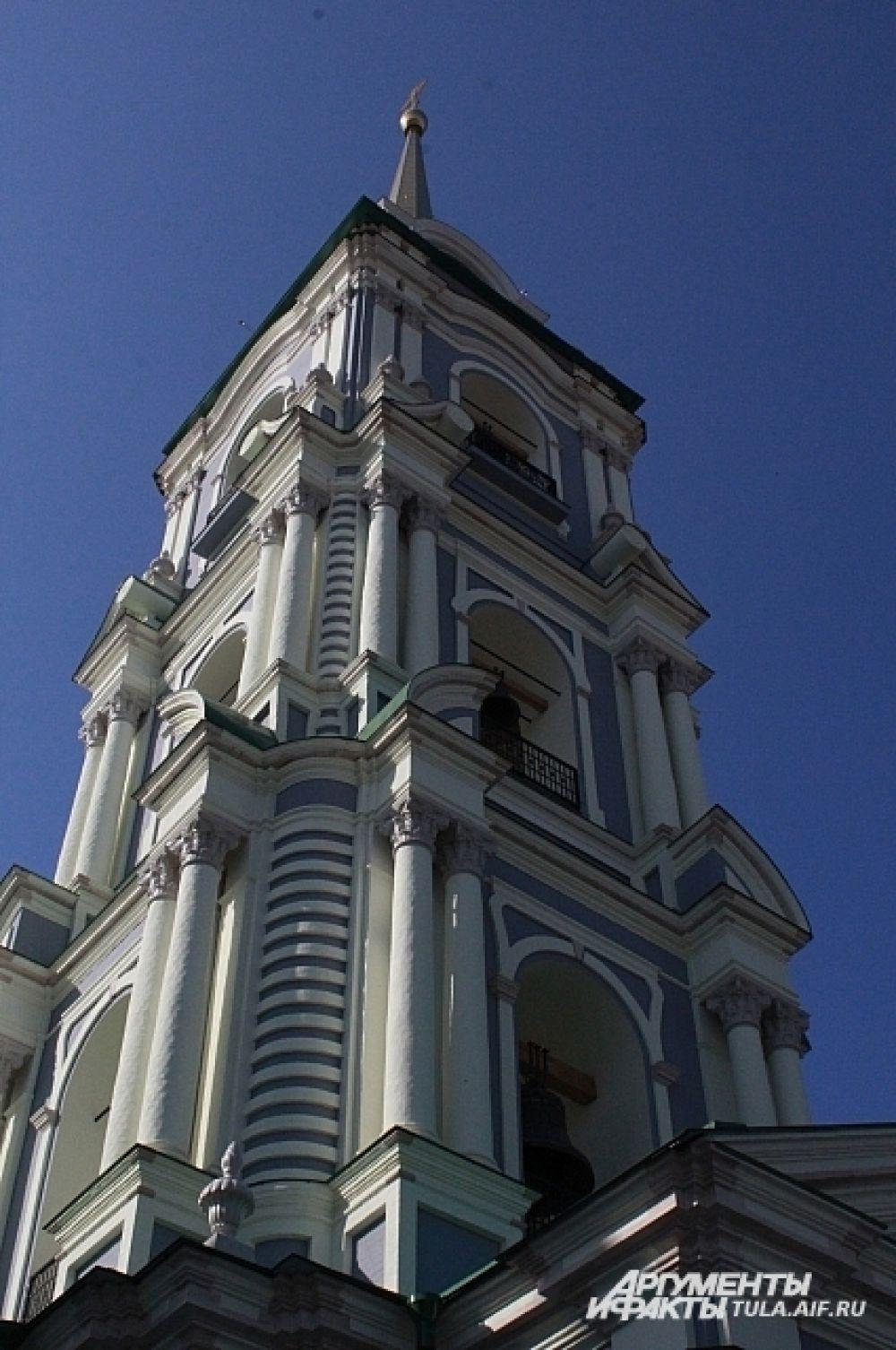 Колокольня Успенского собора.