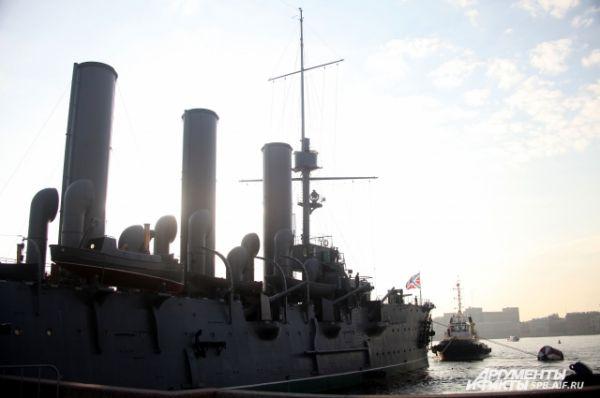 «Аврора» - несамоходный корабль, так как у него нет двигателя и винтов.