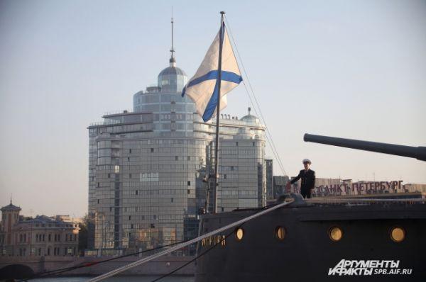 На новой «Авроре» будет новый музей. Если старая экспозиция была посвящена событиям 1917 года, то теперь музей будет рассказывать об истории кораблестроения и всех событиях, в которых «Аврора» принимала участие.