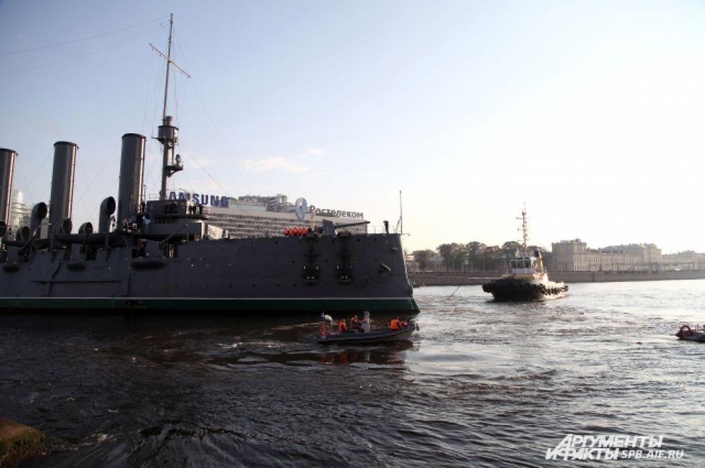 Петербуржцы увидели исторический проход корабля по акватории Невы 21 сентября.