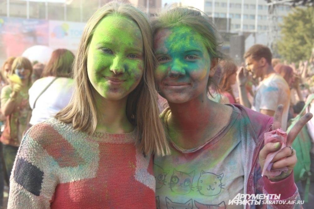 Чем больше красок на лицах, тем больше улыбок.