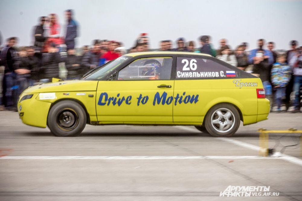 Дрэг-рейсинг - это гонка на ускорение на прямом участке трассы.