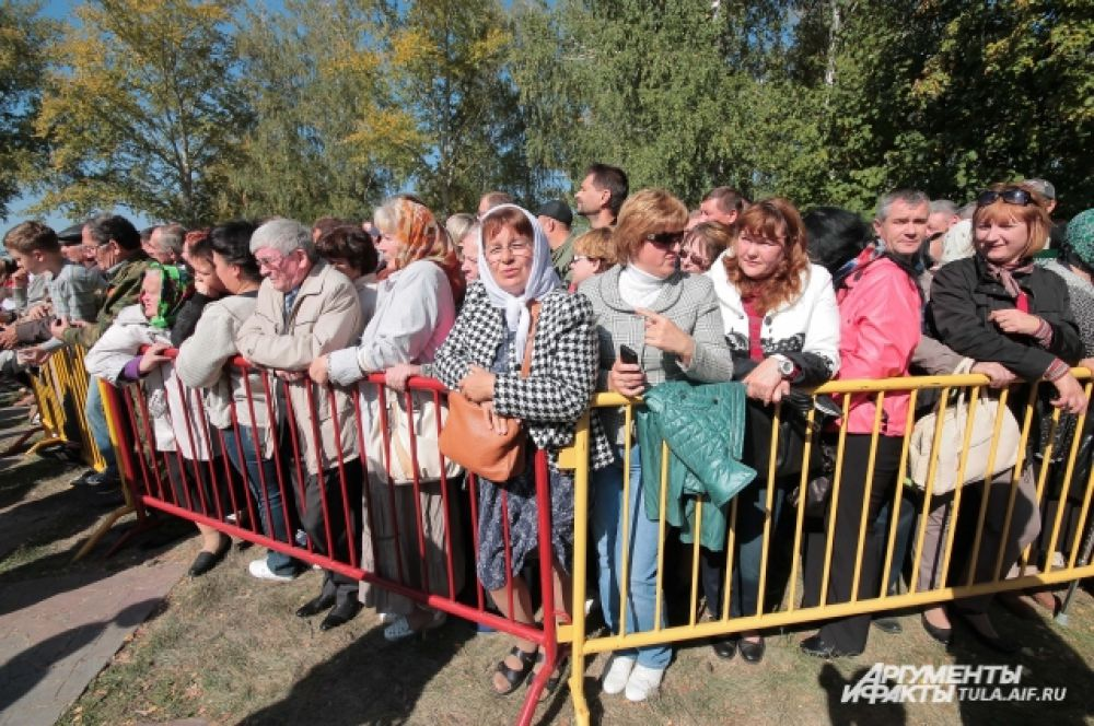 На Куликовом поле в торжественный день собралось много людей