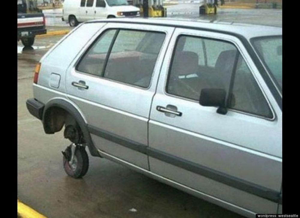 Как подручными средствами чинят автомобили