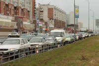 Пробки в Омске становятся все больше с каждым днем.
