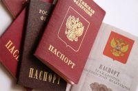 Украинцы получают российские паспорта.